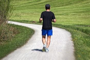 Mit Muskelkater trainieren - leichtes Joggen ist erlaubt